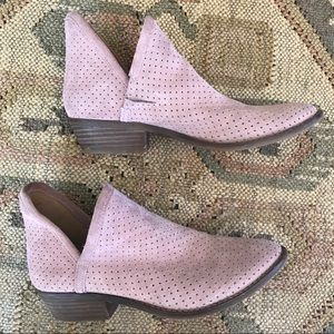 Lucky Brand | kelbie 2 dusty pink suede booties